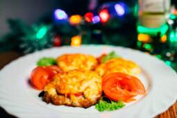 Эскалоп с помидором и сыром, собственное производство